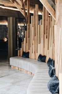 Image of spacious seating area in Kāmana Lakehouse.